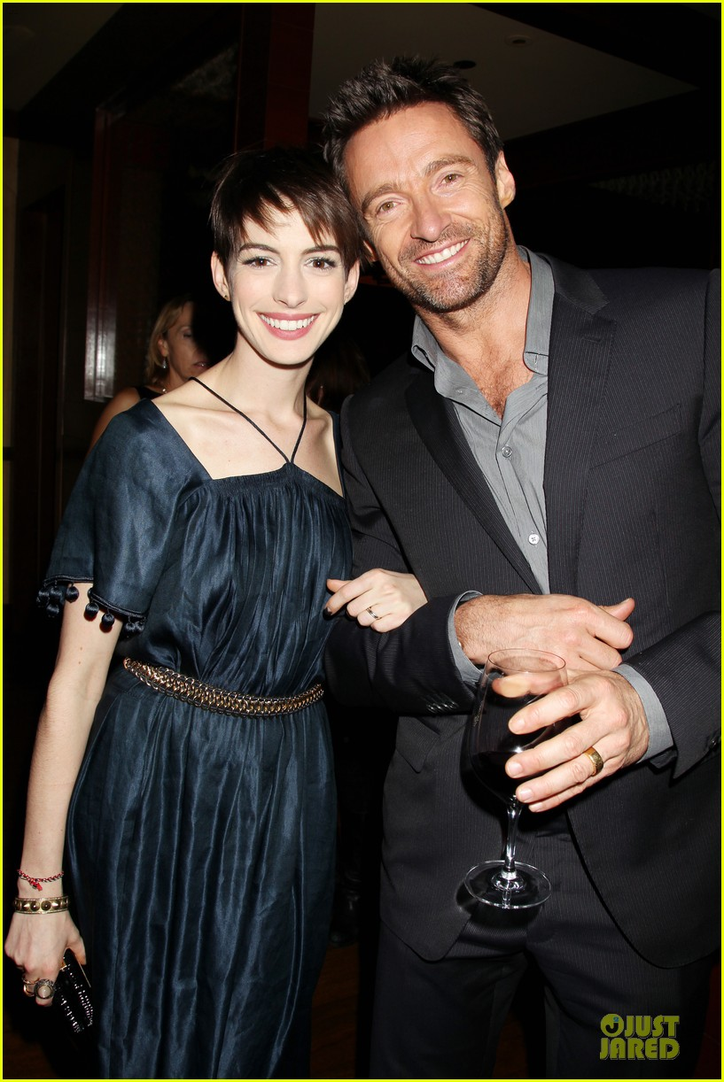 anne hathaway amanda seyfried les miserables new york screening after party 02