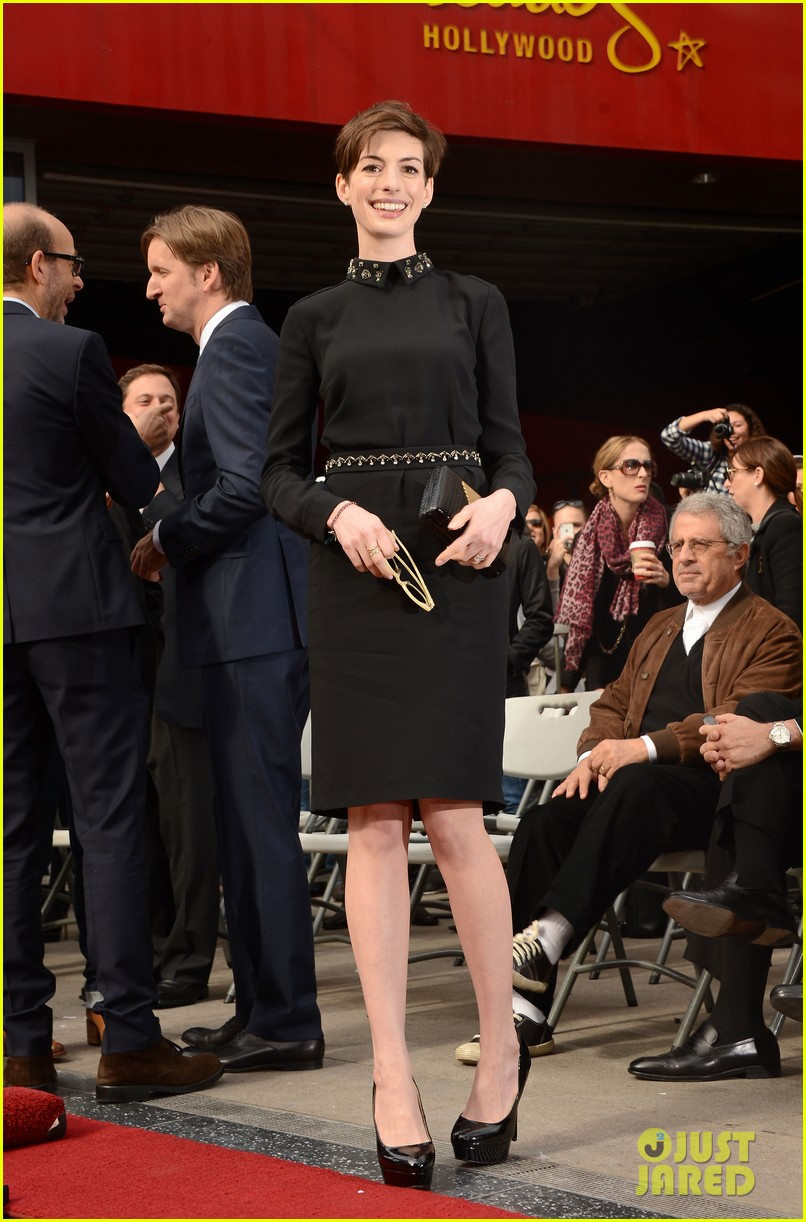 anne hathaway amanda seyfried hugh jackmans walk of fame ceremony 01