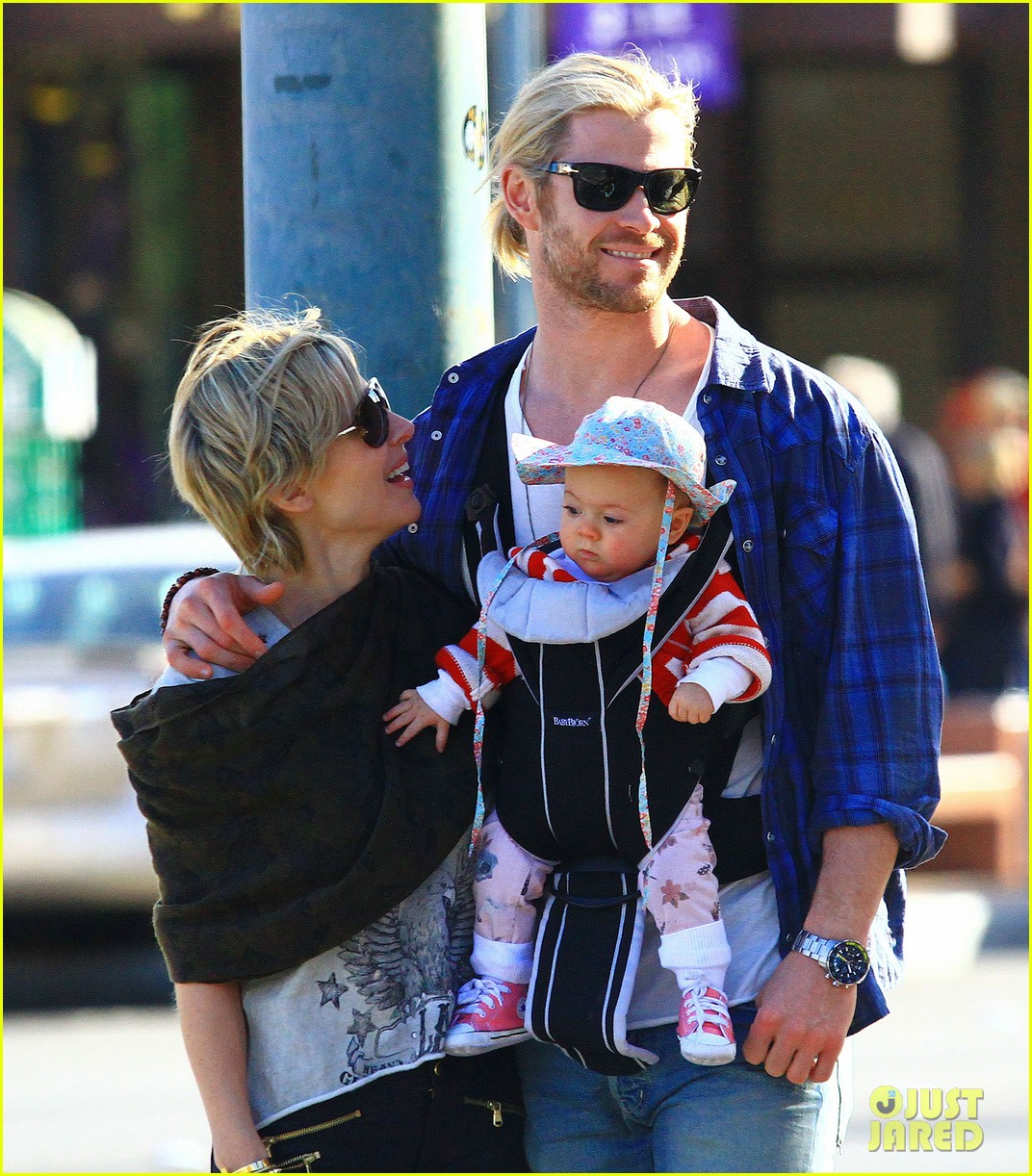 chris hemsworth elsa pataky palm springs stroll with india 24