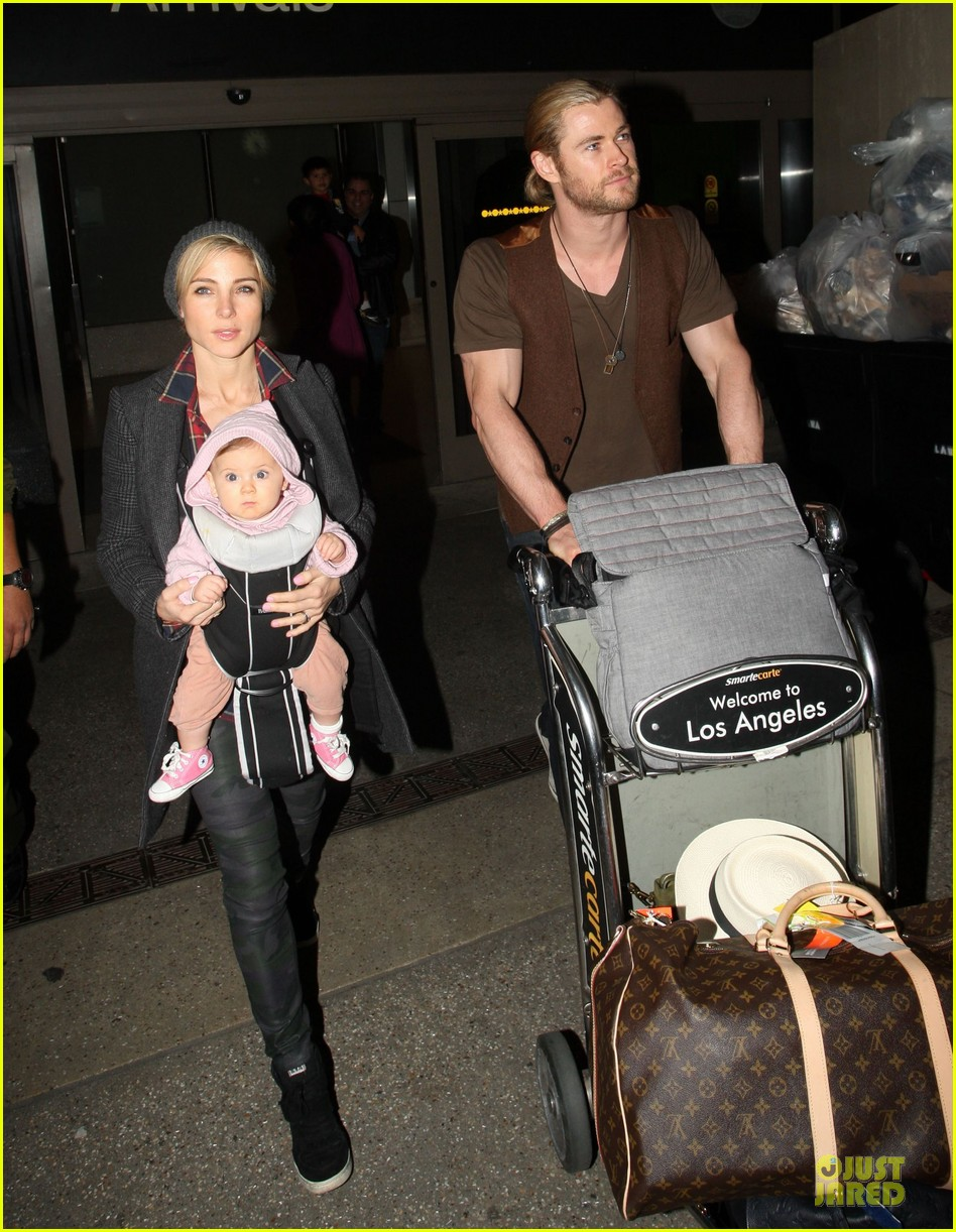 chris hemsworth & elsa pataky los angeles landing with india 10