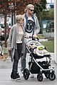 chris liam hemsworth christmas eve dinner shopping 09