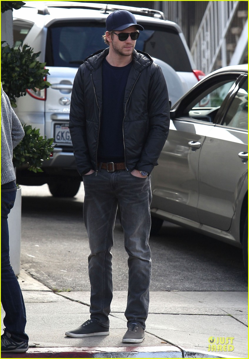 chris hemsworth & elsa pataky sunday lunch with liam hemsworth 05