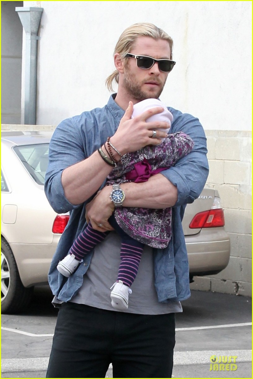 chris hemsworth & elsa pataky sunday lunch with liam hemsworth 102782672