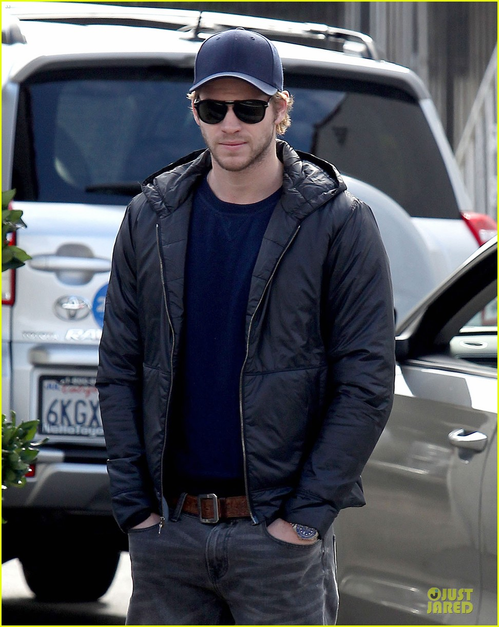 chris hemsworth & elsa pataky sunday lunch with liam hemsworth 15