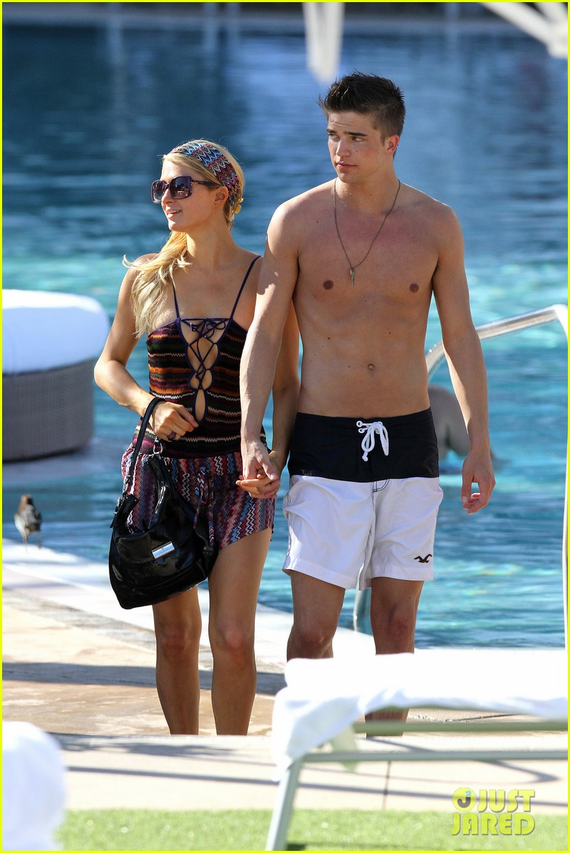 paris hilton shirtless river viiperi miami pool pair 01