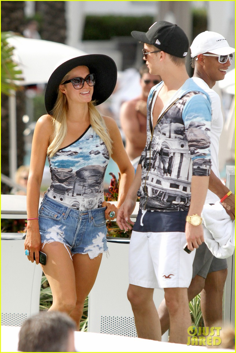 paris hilton shirtless river viiperi miami pool pair 25