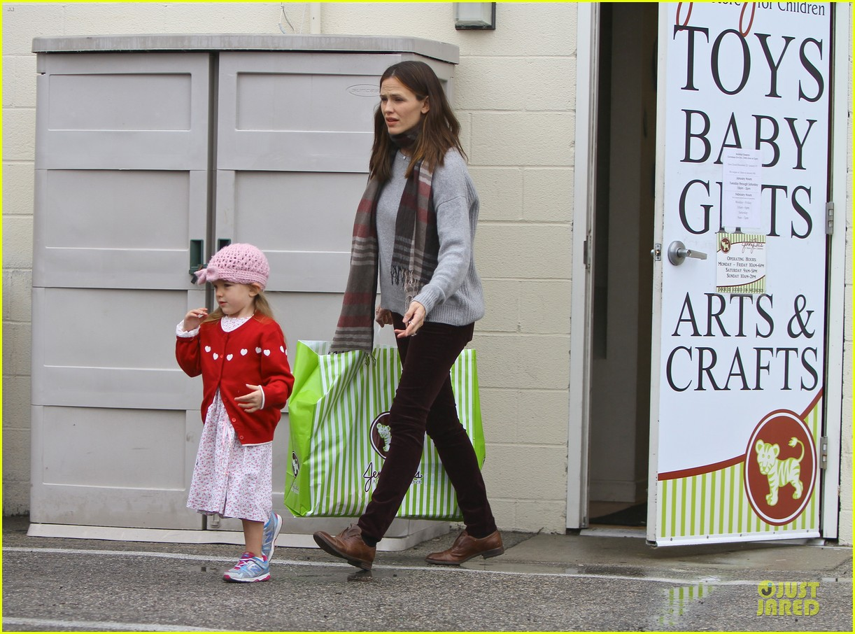 jennifer garner & ben affleck holiday shopping with the girls 082776890