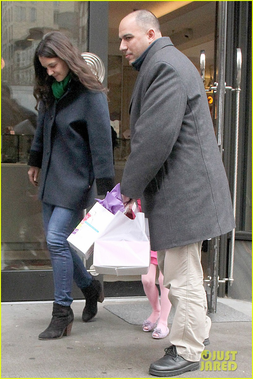 katie holmes birthday breakfast with suri 10
