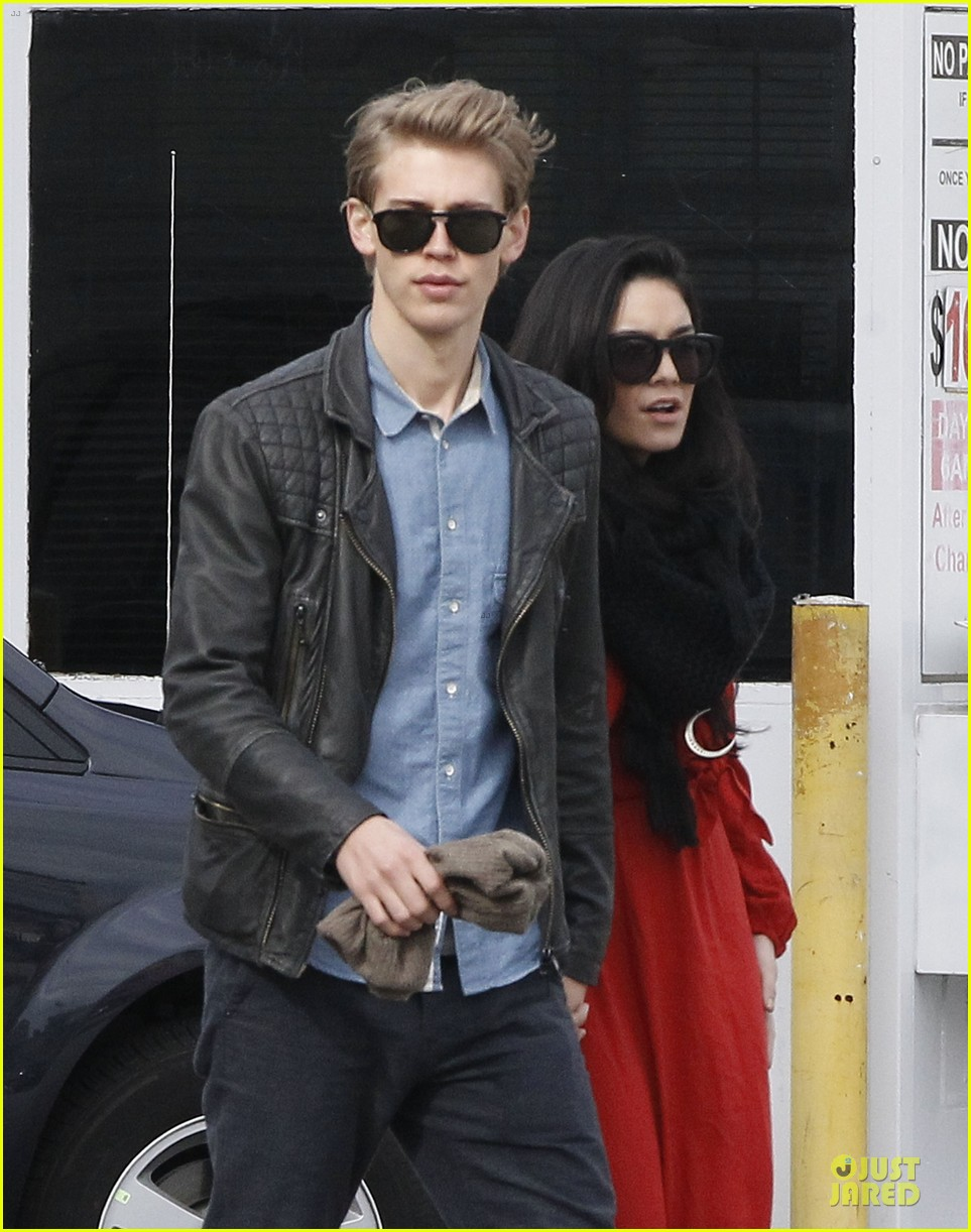 vanessa hudgens & austin butler church going couple 02