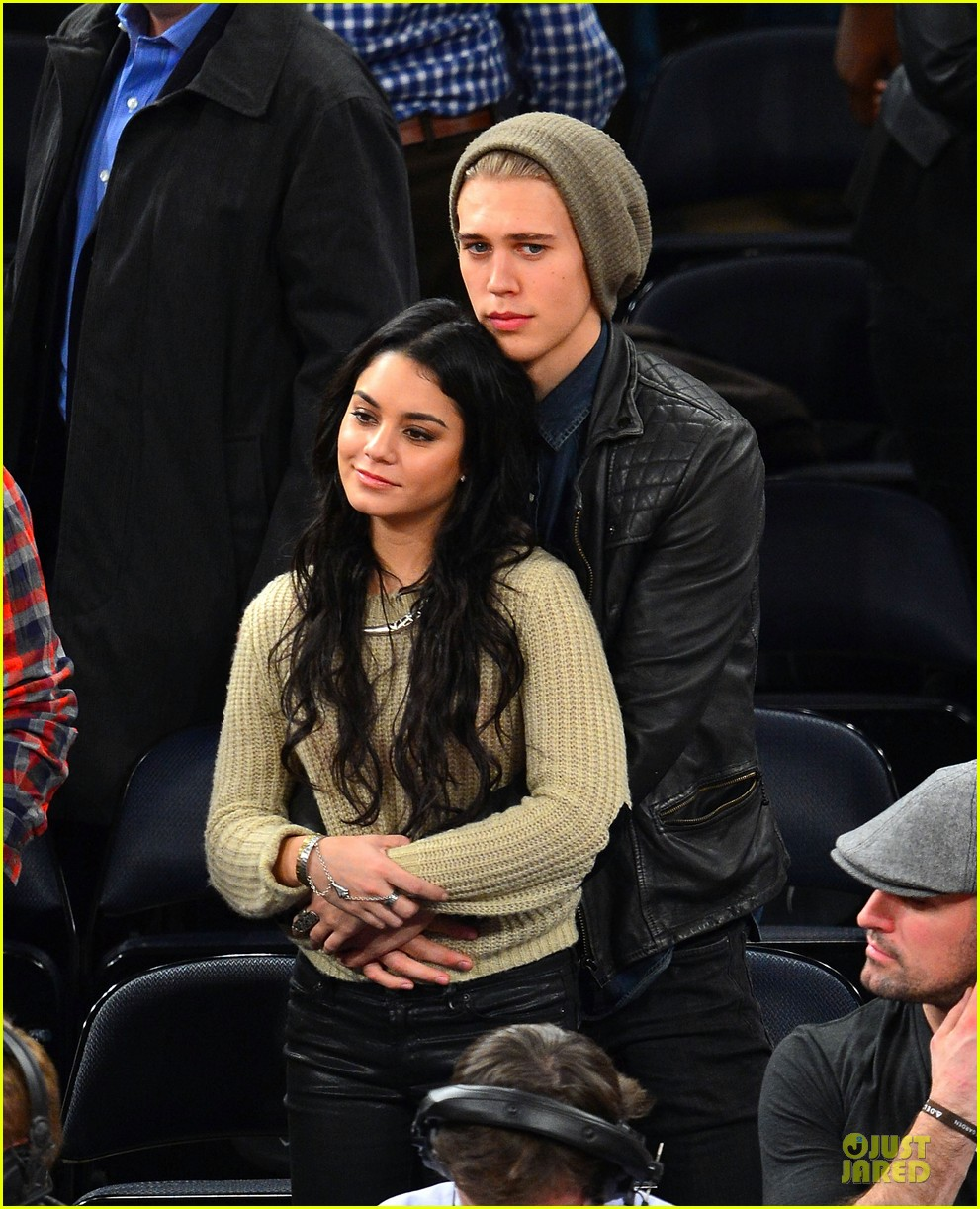 vanessa hudgens austin butler new york knicks spectators 01
