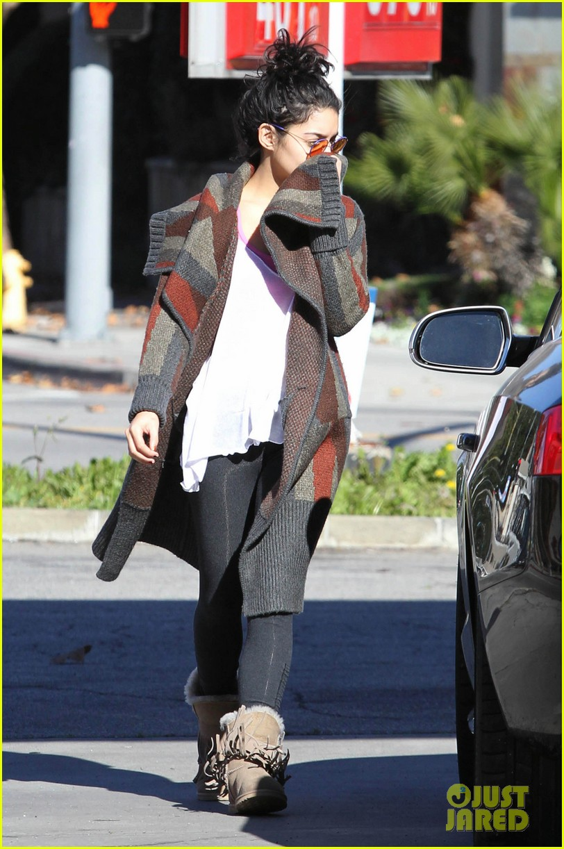 vanessa hudgens post christmas yoga class 032781104