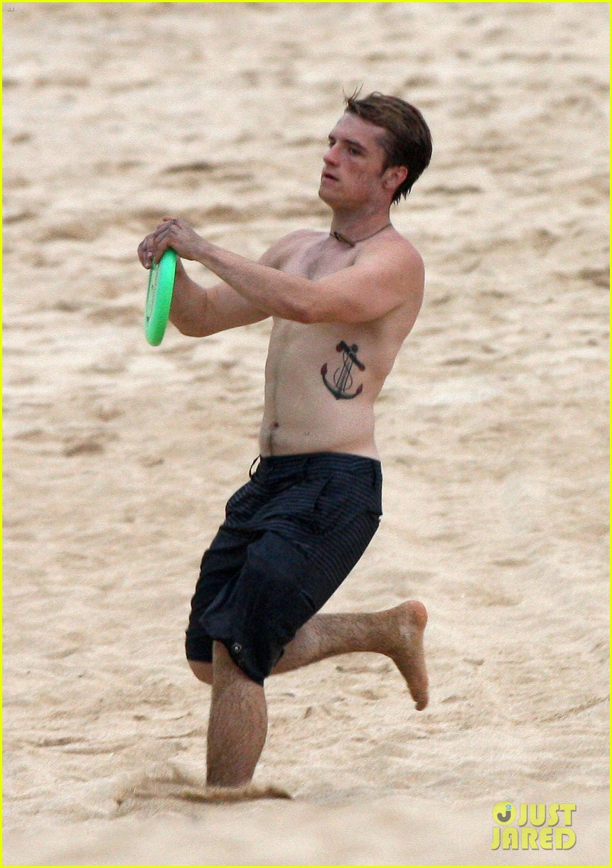 josh hutcherson shirtless frisbee 012769857