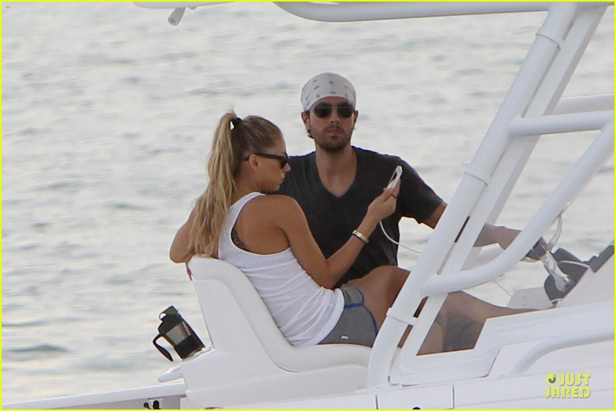 enrique iglesias miami boating couple 062777178
