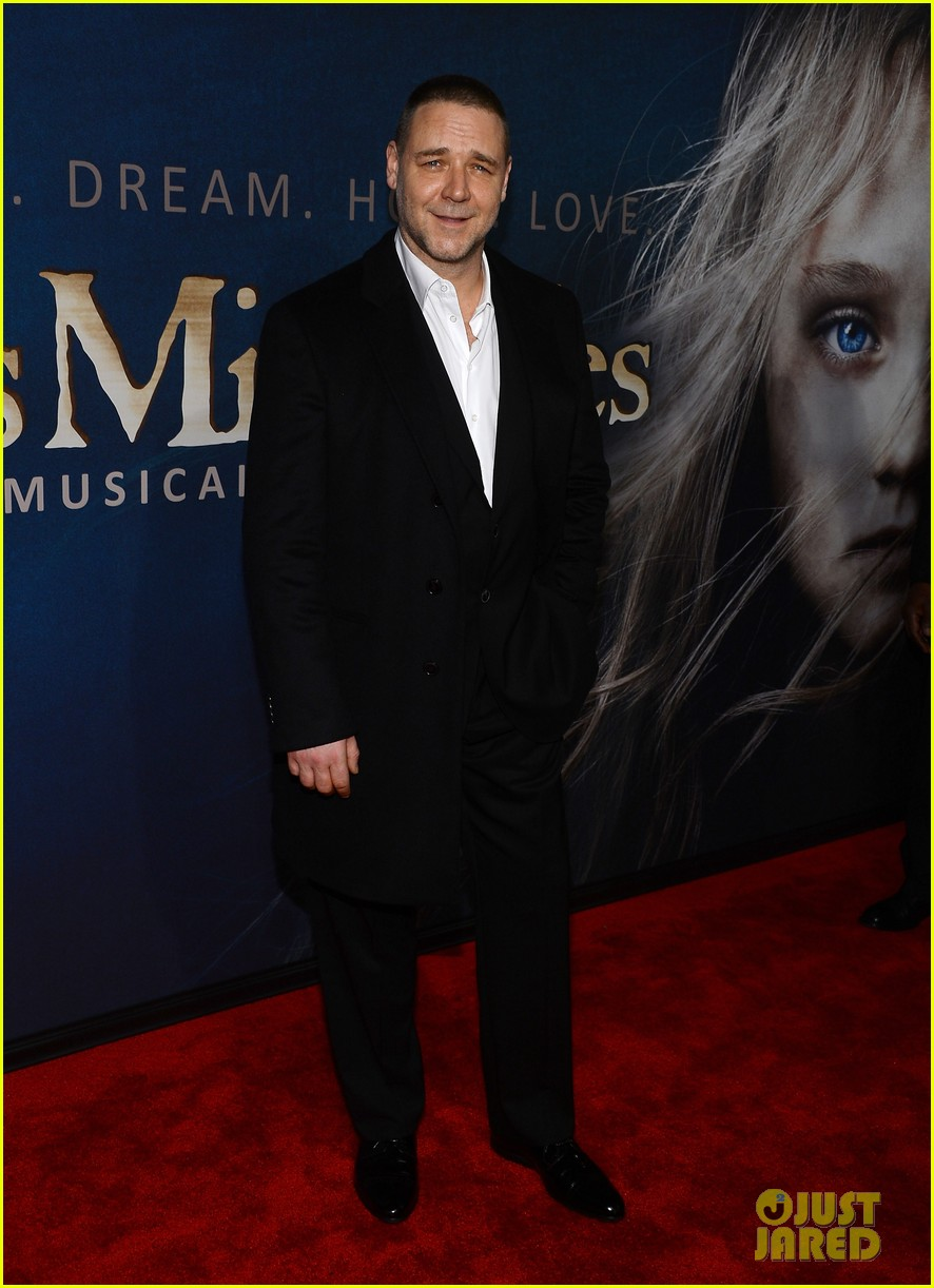 hugh jackman russell crowe les miserables nyc premiere 10