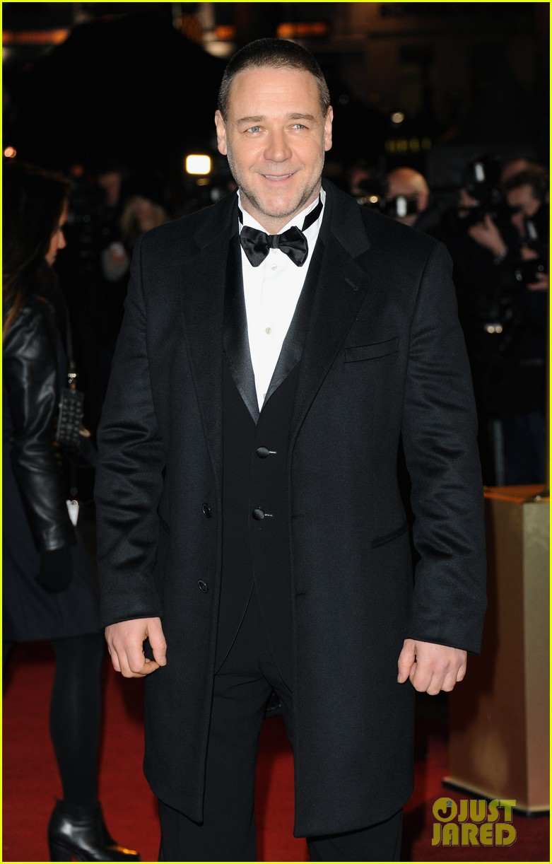 hugh jackman russell crowe les miserables world premiere 10