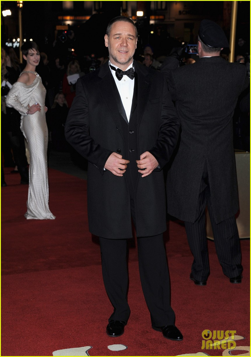 hugh jackman russell crowe les miserables world premiere 11