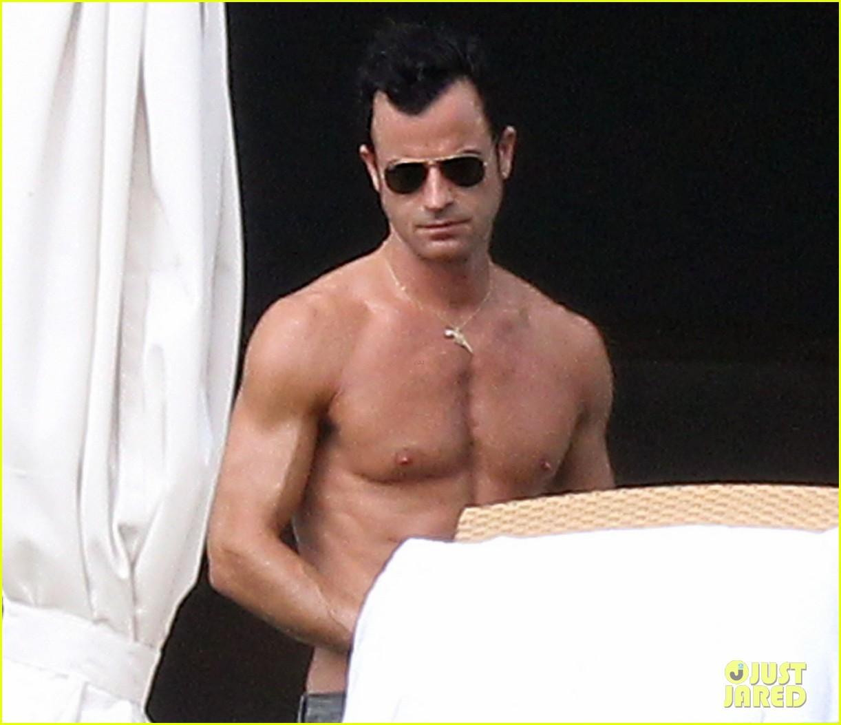 jennifer aniston bikini tanning with justin theroux 25