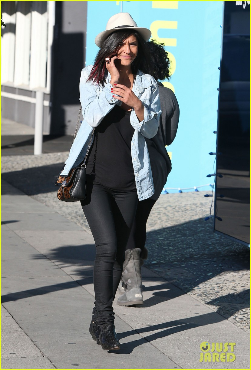 jessica szohr holiday shopping giggles 07