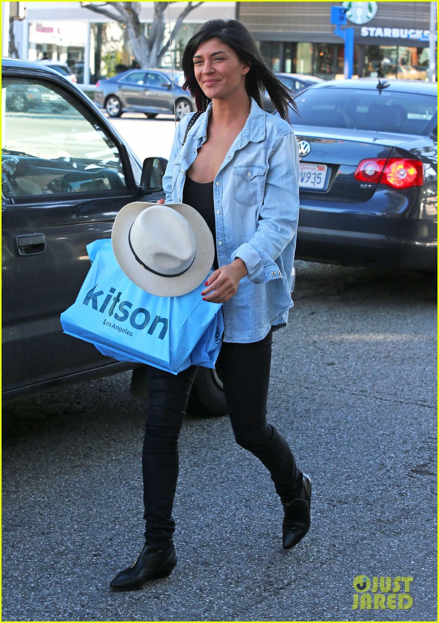 jessica szohr holiday shopping giggles 142779203
