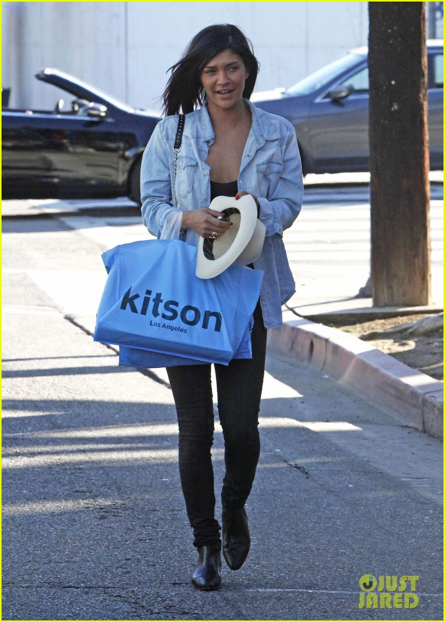 jessica szohr holiday shopping giggles 15
