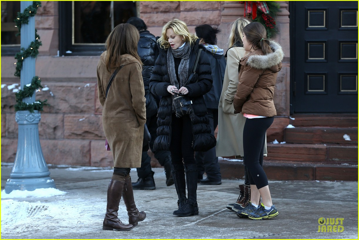 dakota johnson & melanie griffith aspen vacation with stella 27