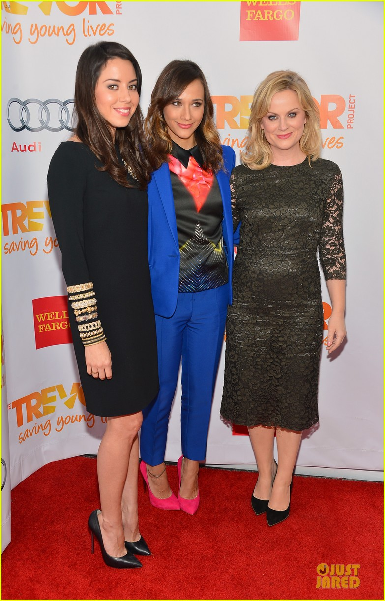 rashida jones amy poehler trevor live 2012 15