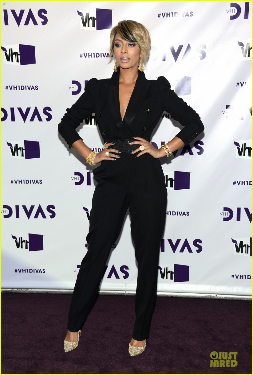 stacy keibler & elisha cuthbert vh1 divas red carpet 13
