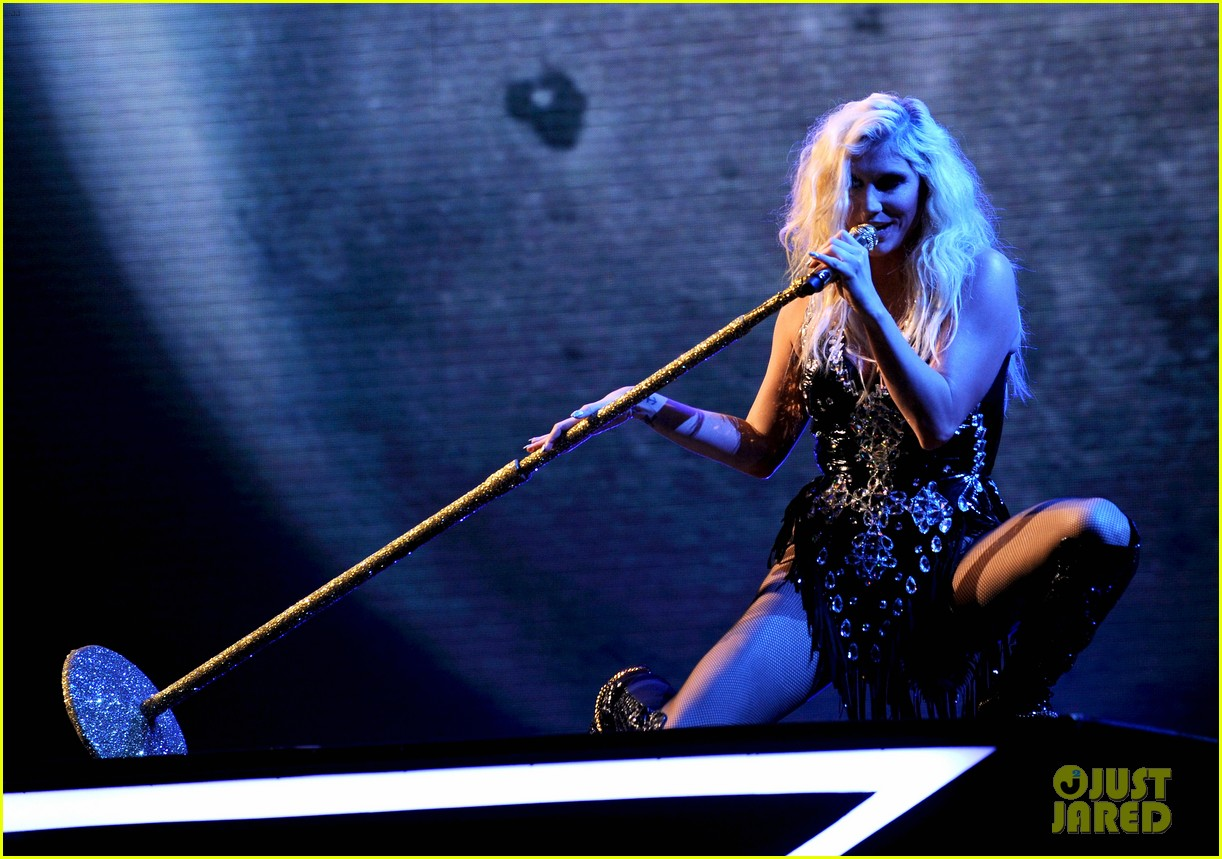 kesha performs cmon on the x factor watch now 04