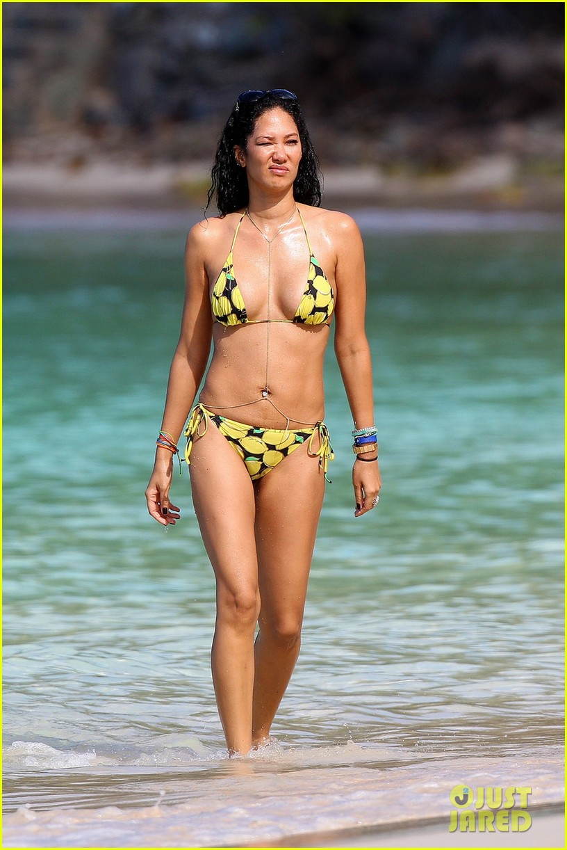 kimora lee simmons rocks bikini in st barts 01