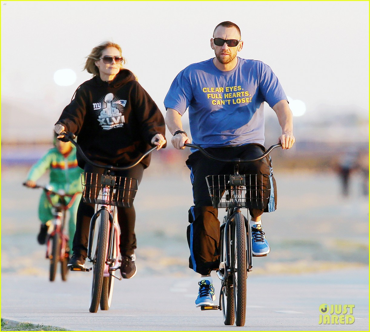 heidi klum martin kristen bike rides family 082781621