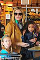 heidi klum martin kirsten grocery shopping with girls 04