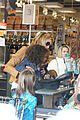 heidi klum martin kirsten grocery shopping with girls 14