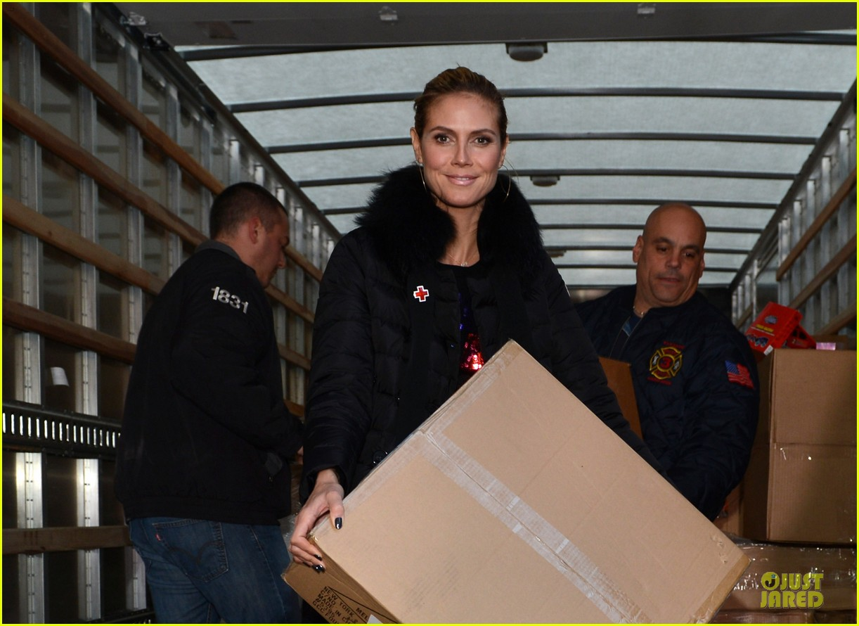 heidi klum christmas tree lighting ceremony in new york 062768351