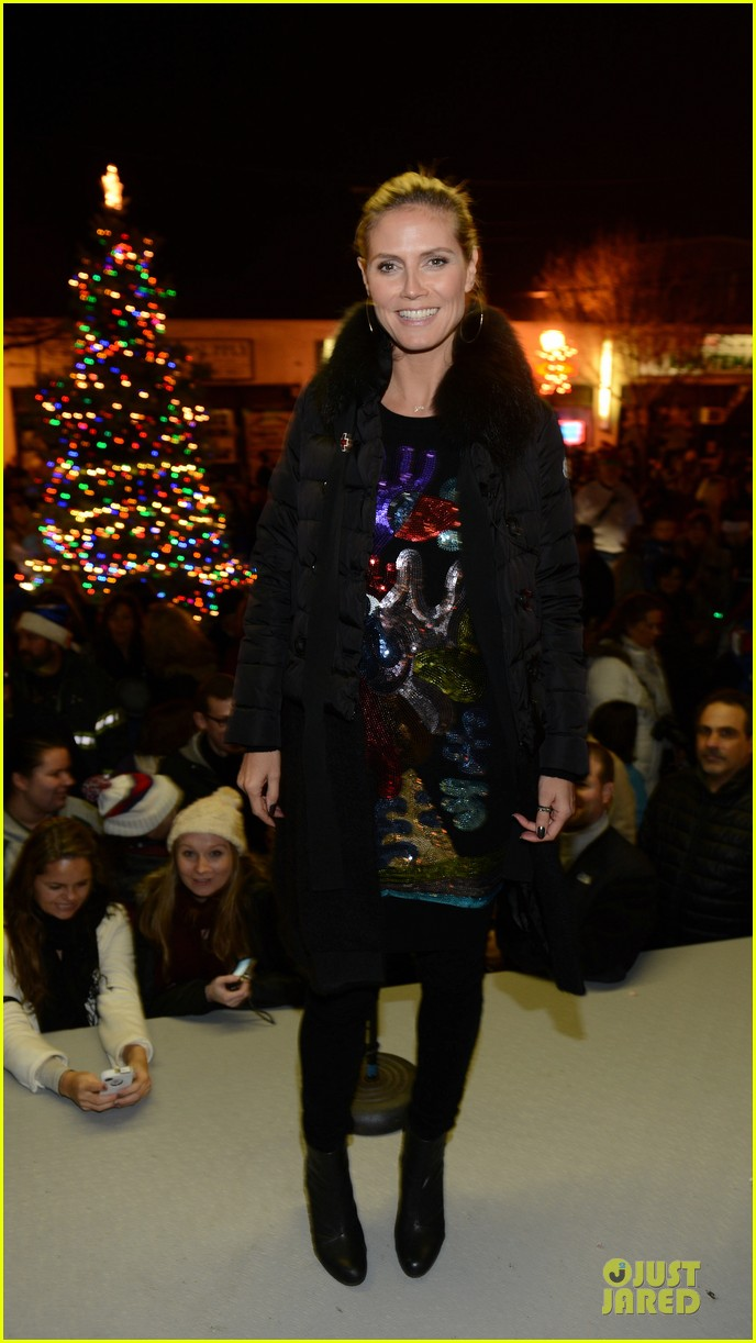 heidi klum christmas tree lighting ceremony in new york 17