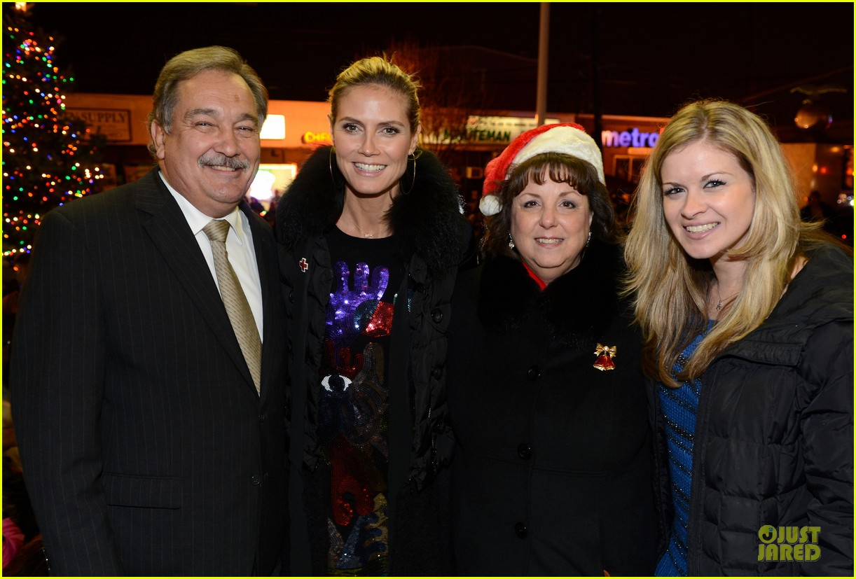 heidi klum christmas tree lighting ceremony in new york 24