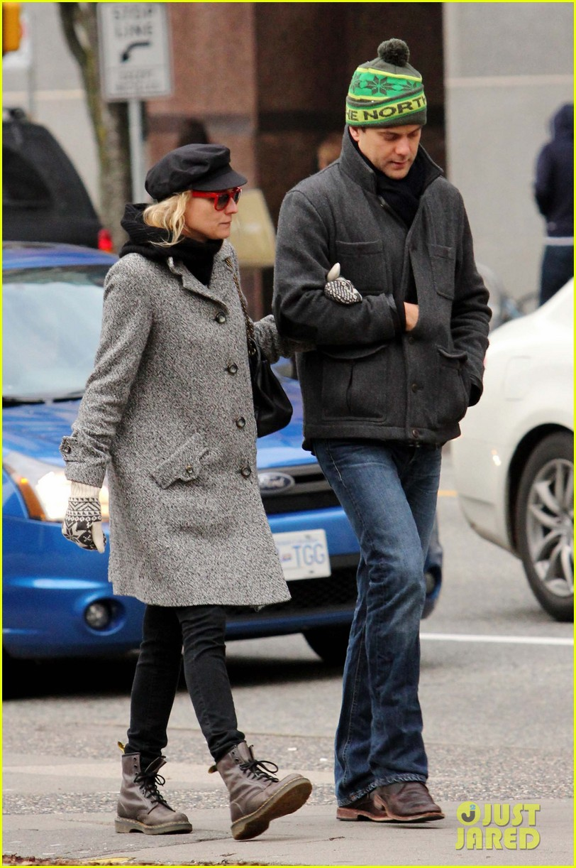 diane kruger joshua jackson holiday shopping kisses 162772196