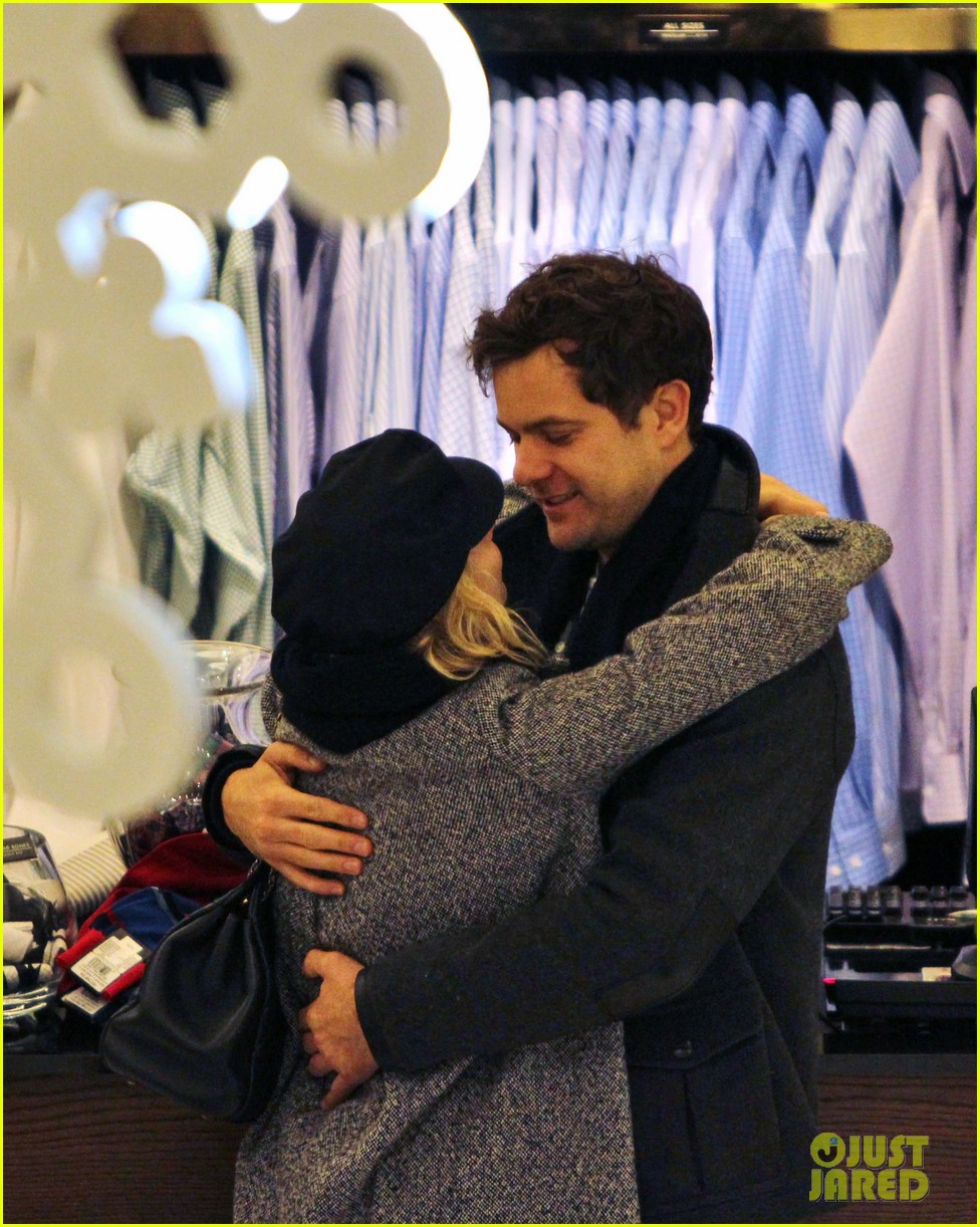 diane kruger joshua jackson holiday shopping kisses 292772209