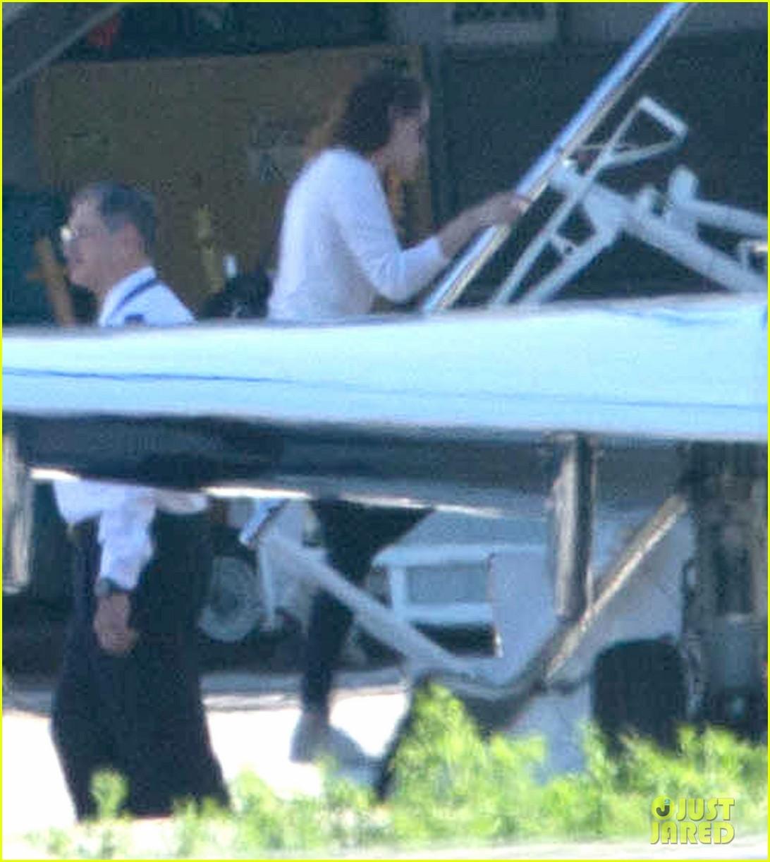 kristen stewart private jet takeoff in los angeles 17