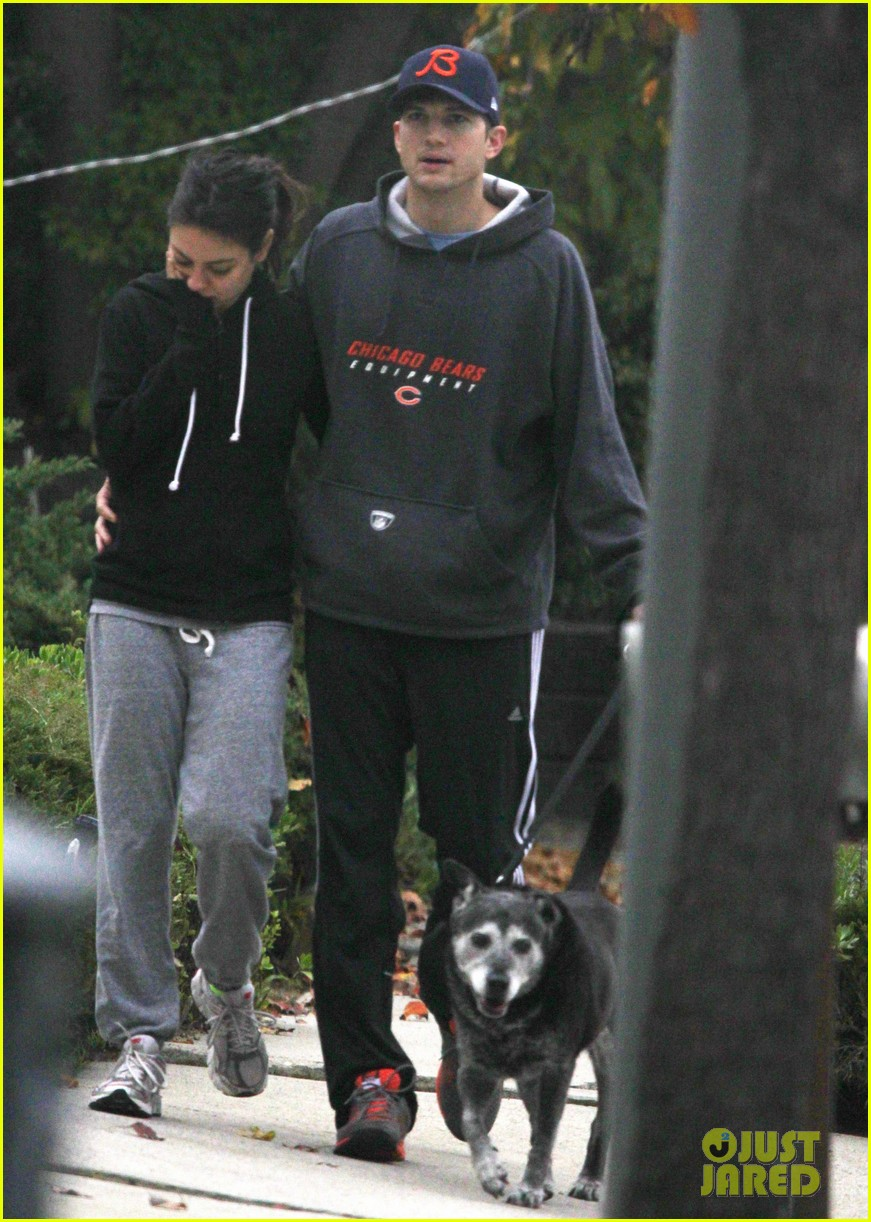 mila kunis ashton kutcher dog walk 012774888