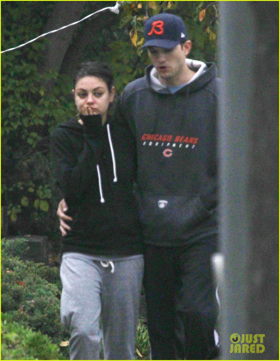 mila kunis ashton kutcher dog walk 092774896