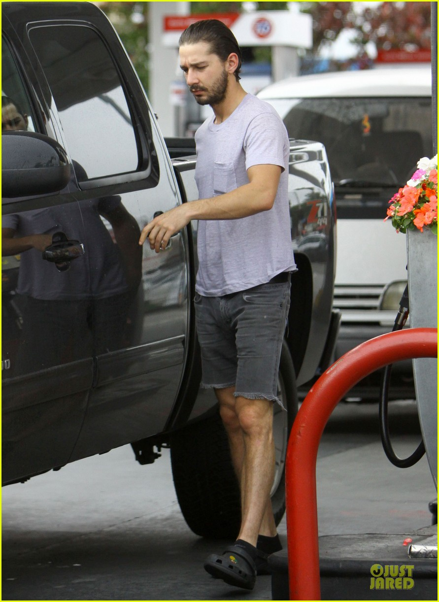 shia labeouf clogs gas station in los angeles 05