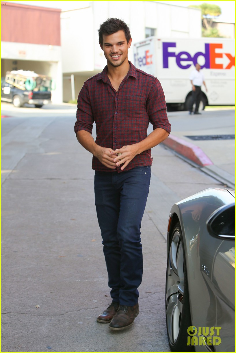taylor lautner business in brentwood 06