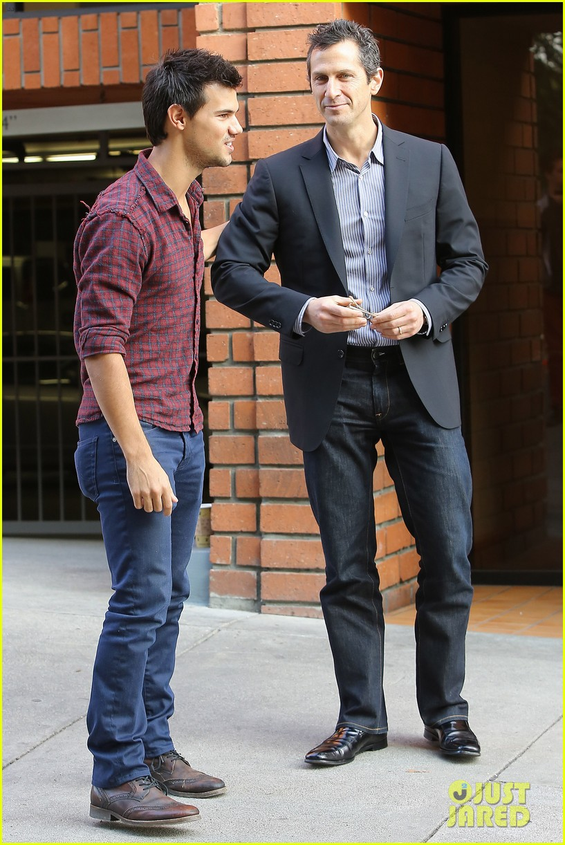 taylor lautner business in brentwood 18