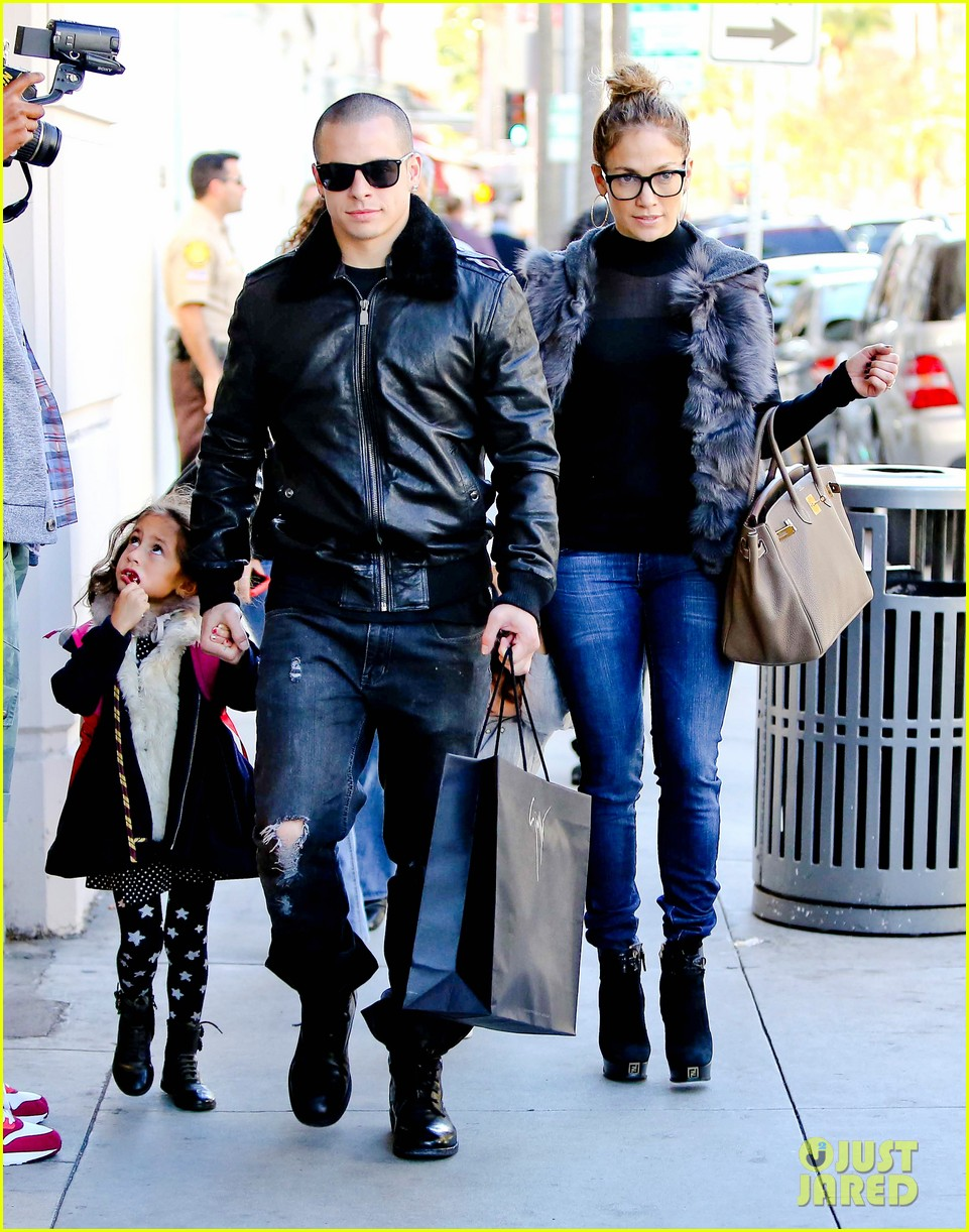 jennifer lopez casper smart beverly hills shopping with the kids 01
