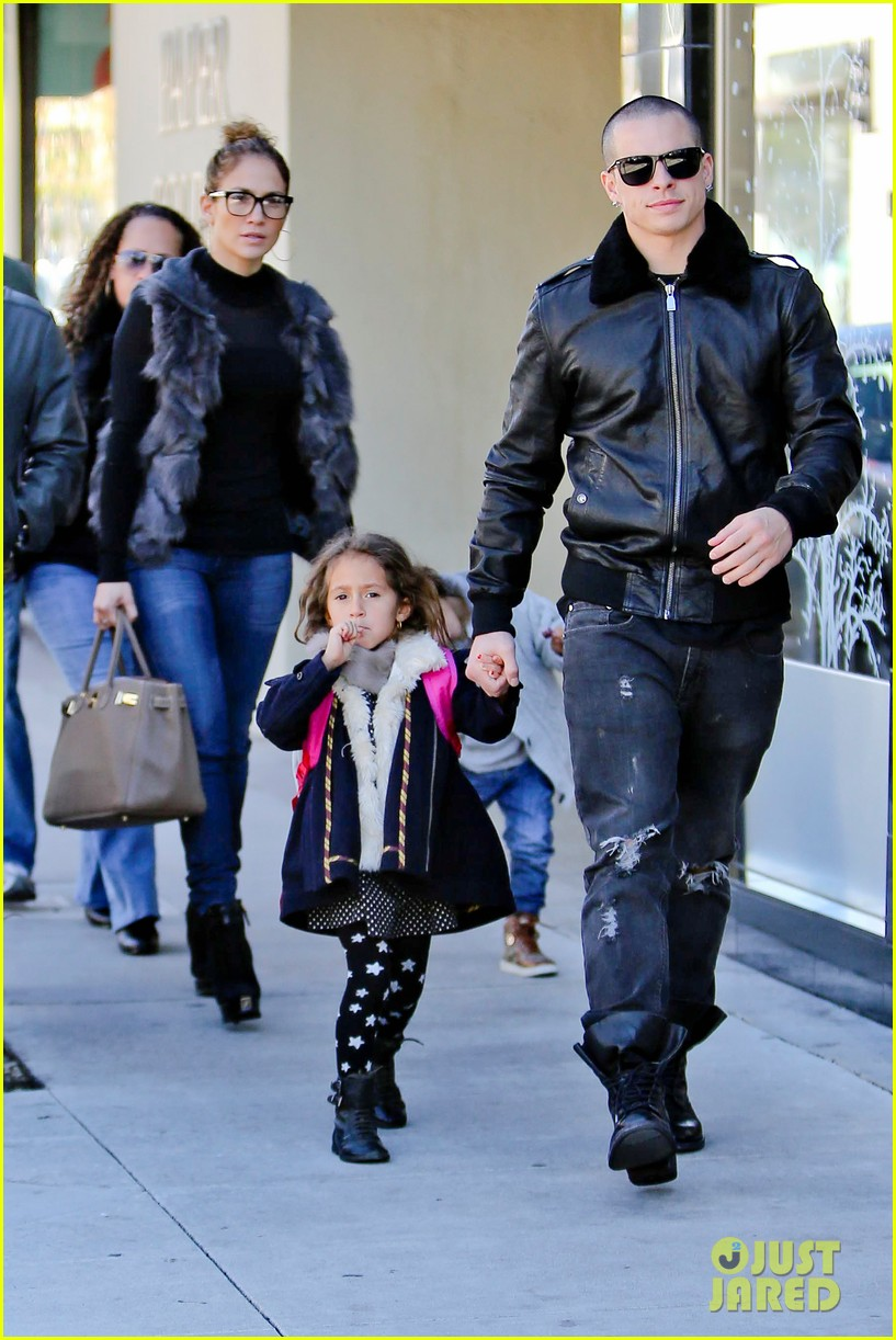 jennifer lopez casper smart beverly hills shopping with the kids 042781470