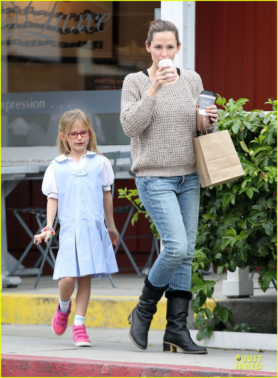 jennifer garner louises dinner with violet 032778109