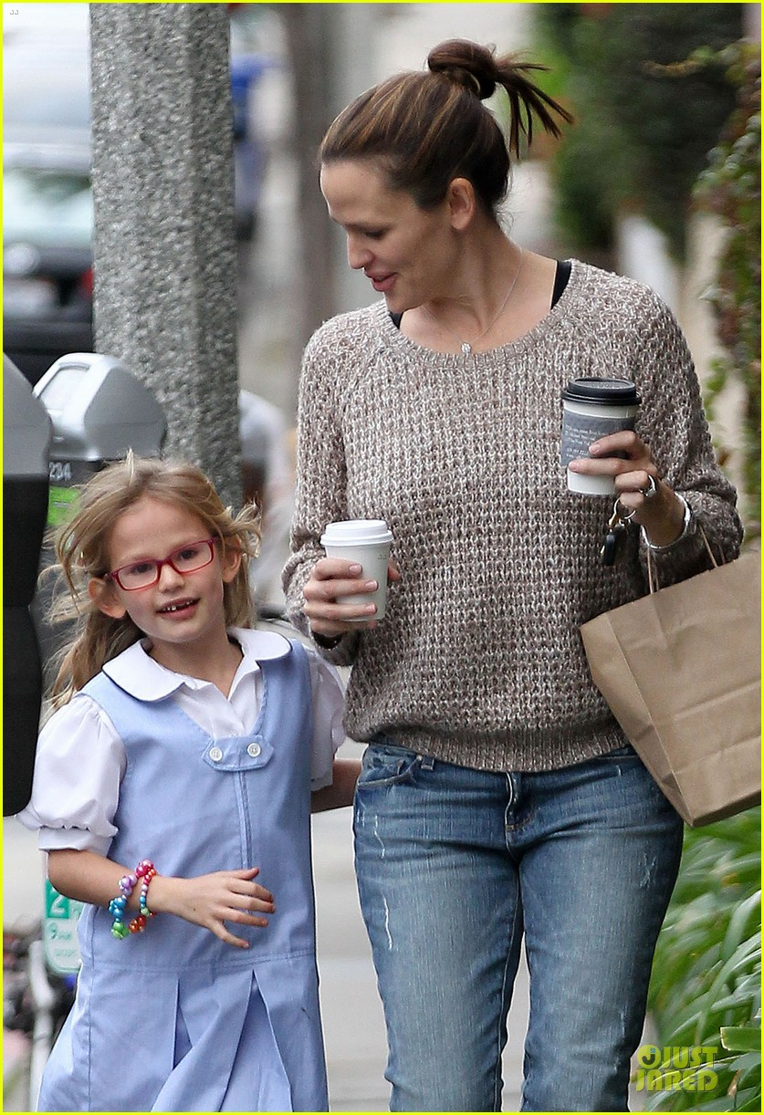 jennifer garner louises dinner with violet 24