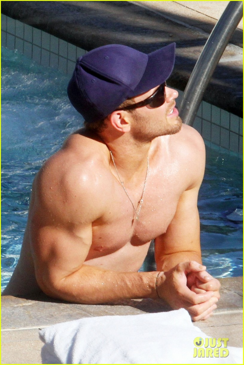 kellan lutz shirtless miami 012770900
