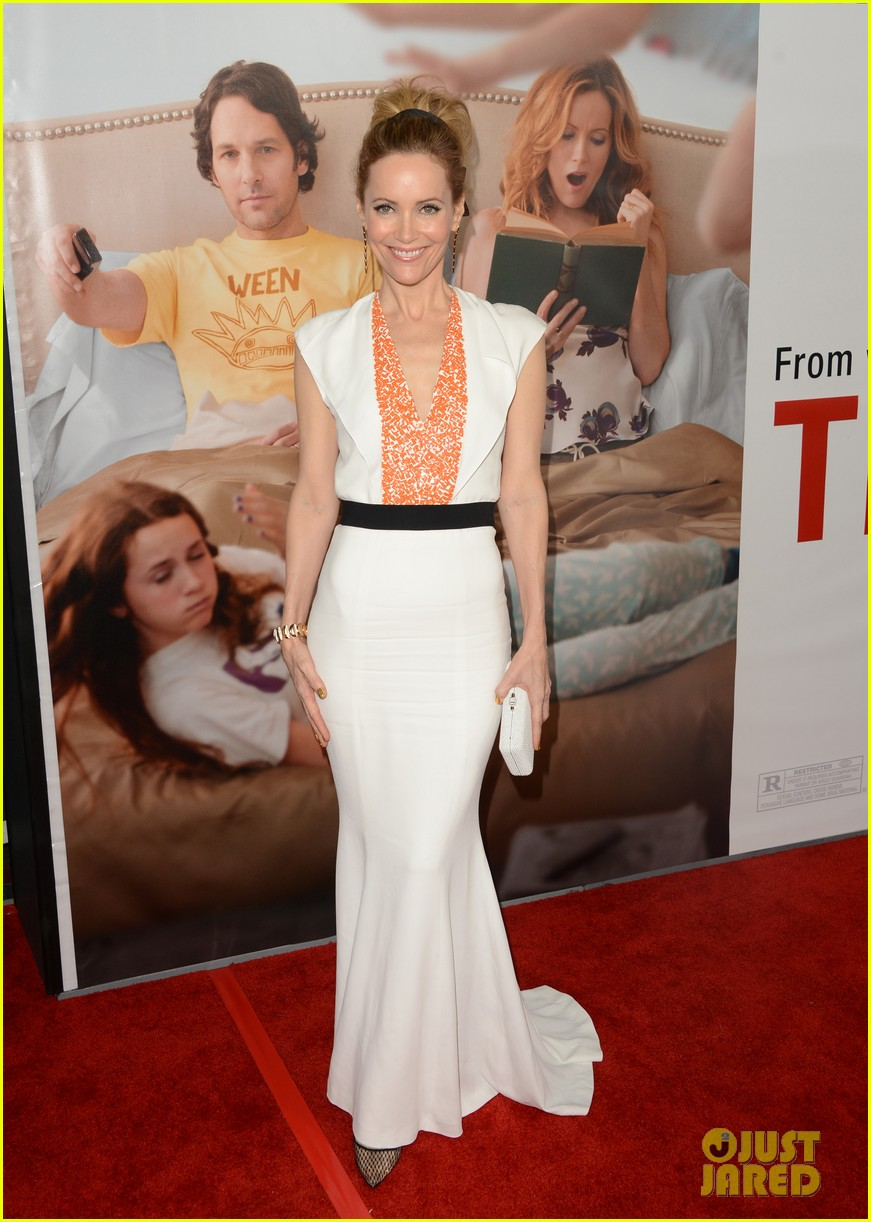 leslie mann lena dunham this is 40 premiere 01