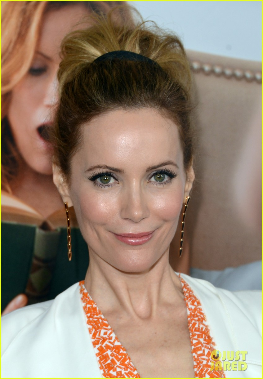 leslie mann lena dunham this is 40 premiere 092775000